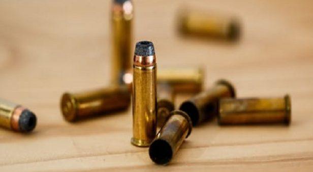 Ammunition på ett bord
